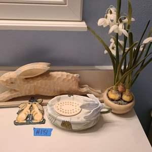 Lot # 181 Lot of Bathroom Decorations