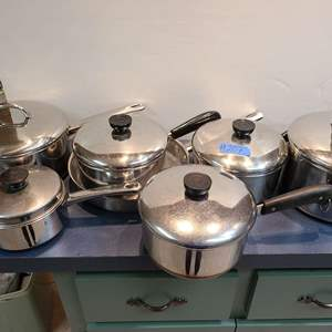 Lot # 207 Mix Lot Of Metal Pots and Pans in good condition