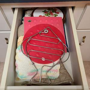 Lot # 221 Drawer Full of Misc Kitchen Pot Holders and Such
