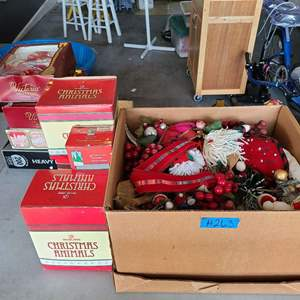 Lot # 263 Lot of Decorative Christmas and Fall Decorations