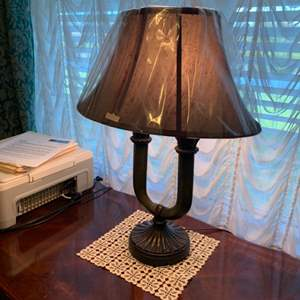 Lot # 18 Double Bulb Table Lamp