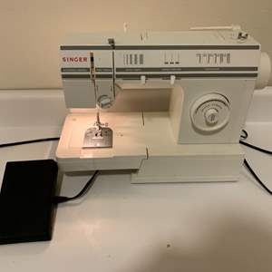 Lot # 22 Singer Sewing Machine works great