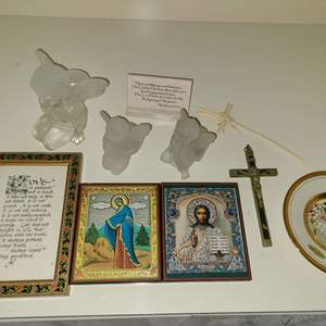 Lot # 85 Small Lot of Various Religious Home Decor Items