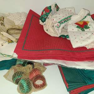 Lot # 113 Christmas Placemats, Cloth Napkins & Candles