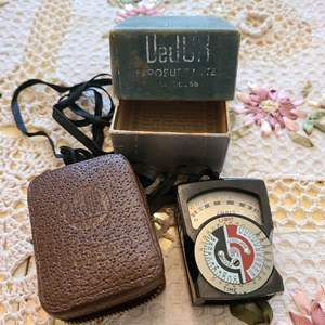 Lot # 198 Vintage DeJur Amsco Model 5-B Photographic Light Meter with Pig Skin Case (1940's-1950's)