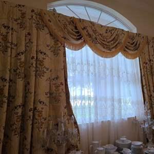 Lot # 213 Long Floral Window Dressing W/ Sheer Falls