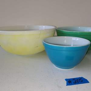 Lot # 240 Set of Vintage PYREX Nesting Mixing Bowls (Red Bowl is Missing)