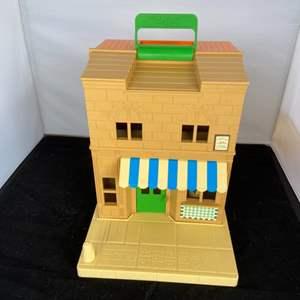 Lot # 40 Playskool House