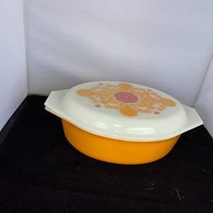 Lot # 62 1972 Pyrex Seville 2.5 Quart Oval Casserole Dish w/ Lid