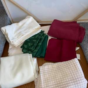Lot # 129 Variety of Table Cloths and Napkins