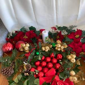 Lot # 139 Christmas Florals & Decor