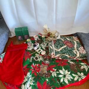 Lot # 141 Christmas Decor