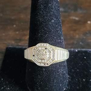 Lot # 186 10k Gold Mens Diamond Ring - TW is 3.38g