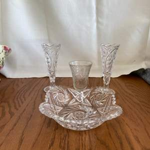 Lot # 333 Beautiful Crystal & Glass Pieces
