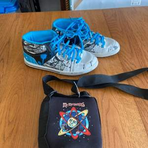 Lot # 371 Men's Globe Shoes Sz 10.5 & Bag