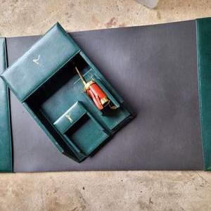 Lot # 7 Beautiful Stuart Kern Leather Golf Themed Desk Stationary Set
