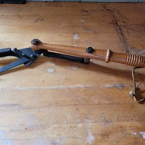 Lot # 22 Remington Wood Handle Automatic Hand Trap Clay Pigeon Skeet Thrower