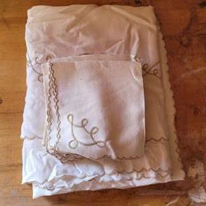 Lot # 36 Tablecloth & Napkins