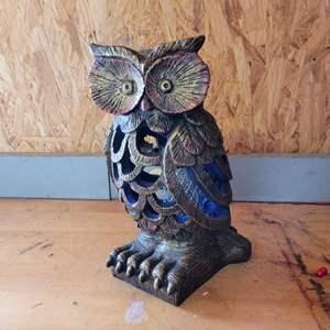 Lot # 41 Outdoor Resin Solar Owl Light