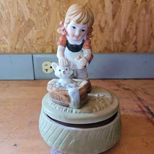 Lot # 47 Cute Porcelain Trinket Box