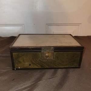 Lot # 91 WW2 Picture Box