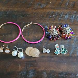Lot # 152 Pretty Assortment of Ladies Earrings