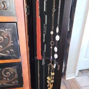 Lot # 157 Nice Ladies Fashion Necklaces