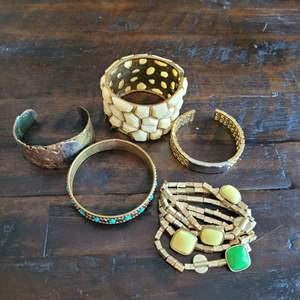 Lot # 207 (5) Fashion Bracelets