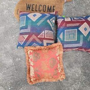 Lot # 226 Throw Pillows & Welcome Mat