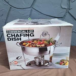 Lot # 250 Nice 5 Quart Stainless Steel Chafing Dish