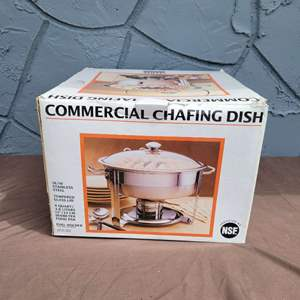 Lot # 252 Nice 4 Quart Stainless Steel Chafing Dish