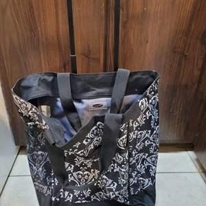 Lot # 265 Roller Bag