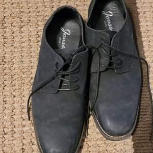 Lot # 289 Men's Jonsen Shoes Size 11.5