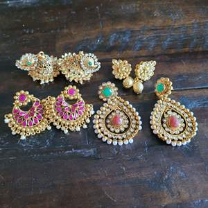 Lot # 320 (4) Pairs of Gorgeous Earrings