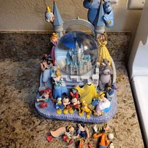 Lot # 336 Disney Figurine - No Power Adapter