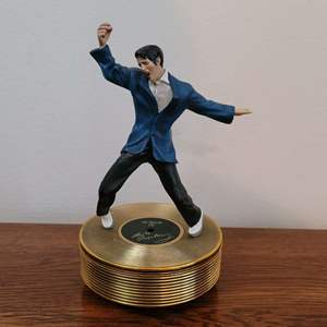 Lot # 416 Elvis Music Box - All Shook Up- A02#6