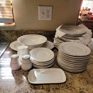 Lot # 424 Totally Today Dinnerware Pattern TT08