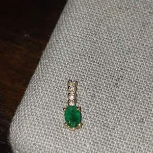 Lot # 466 14k Gold Emerald Charm - TW is .64g