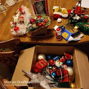 62 lot of Christmas items and tote