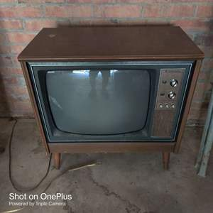67 very nice vintage mid-century 1960s true tone TV with antenna great project