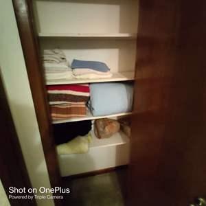 75 linen closet contents towels blankets light bulbs in hallway