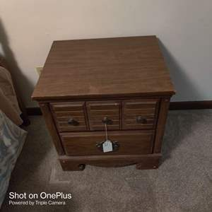 81 very nice nightstand matches the other pieces