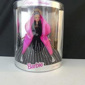 """Lot #27 Mattel 1998 Special Edition """"Happy Holidays"""" Barbie - In Box"""