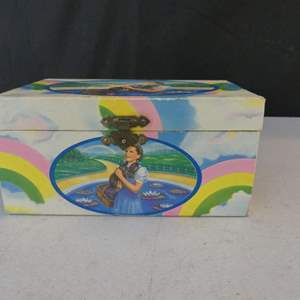 """Lot #30 Vintage Wizard of Oz """"Dorothy"""" Musical Jewelry Box plays """"Over the Rainbow"""""""
