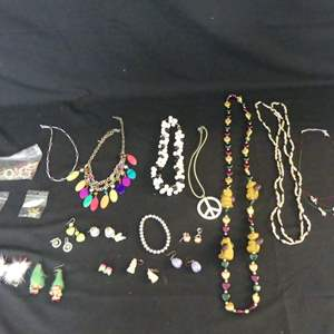 Lot #196 Large Lot of Costume Jewelry Pieces