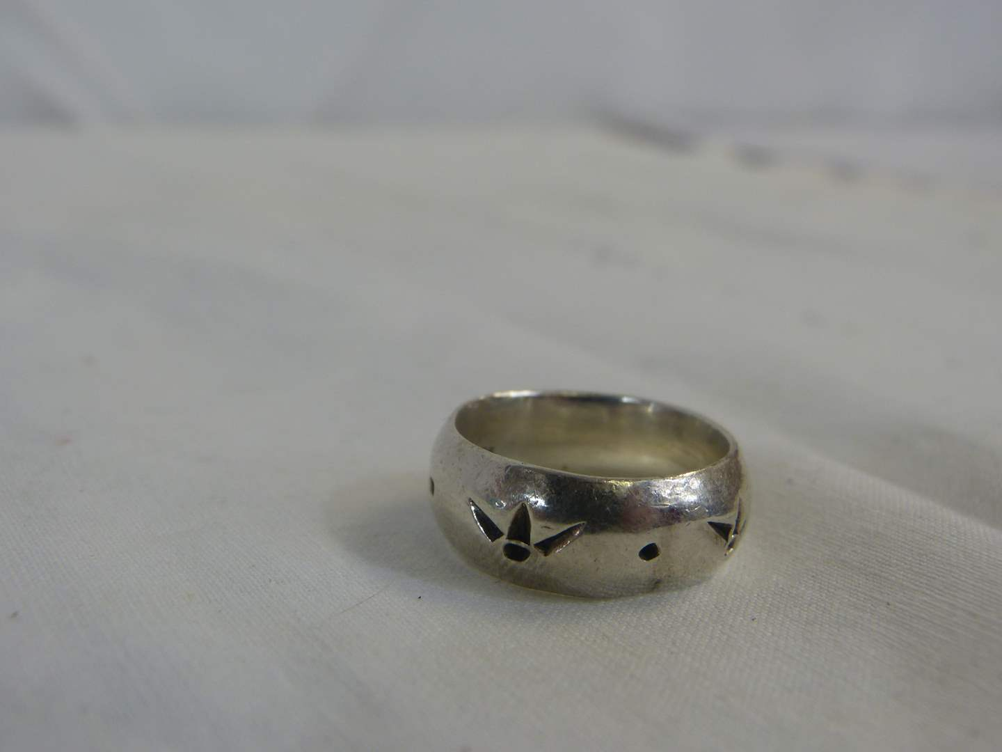 Lot # 138 .925 Sterling wedding style ring size 7 1/2 (main image)