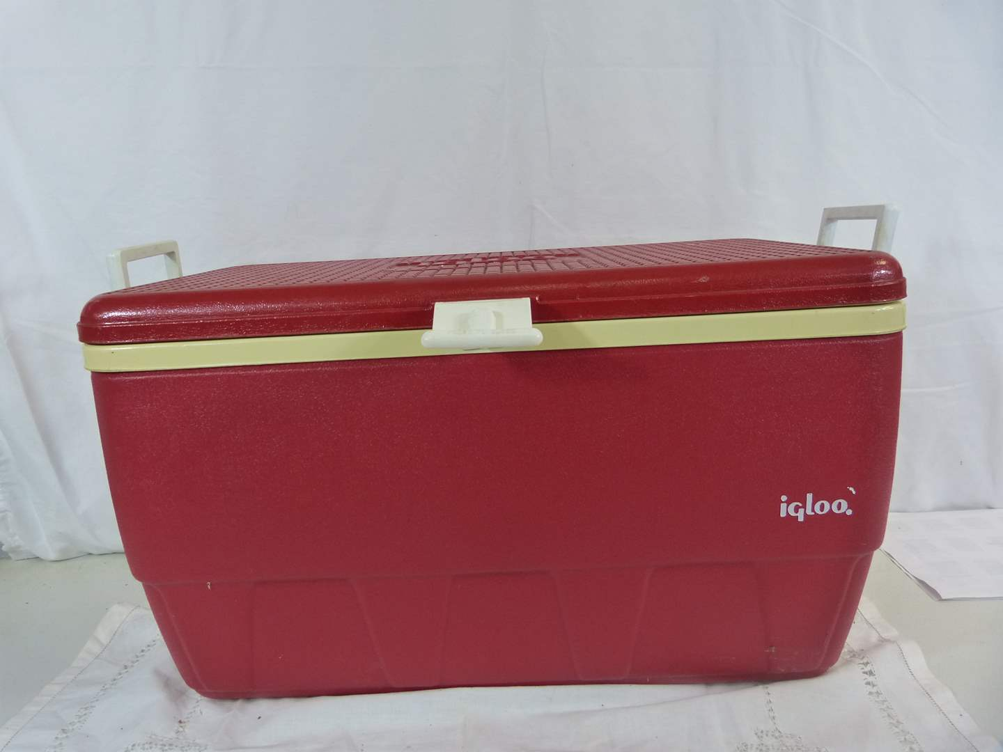 Lot # 40 Large Igloo cooler (good condition) (main image)