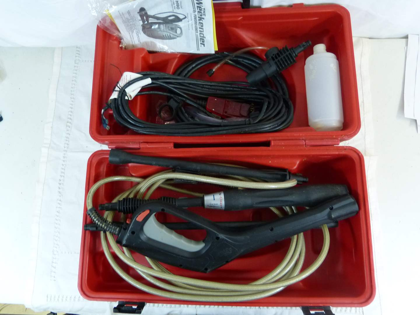Lot # 150 Accessory kit for electric power washer with case (main image)
