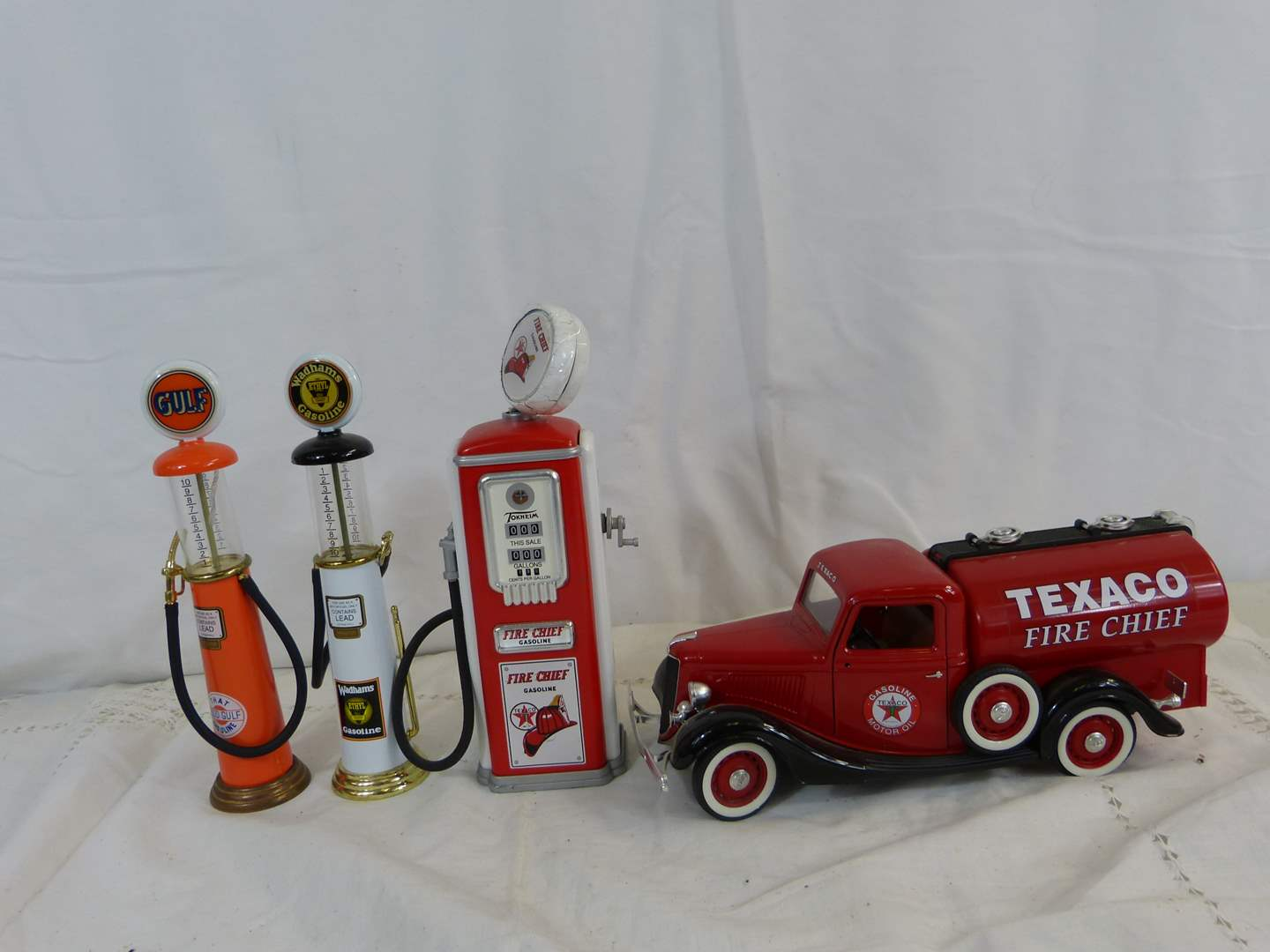 Lot # 151 Miniature Gas Pumps and Texaco 1/32 scale truck (pumps have a couple issues) (main image)