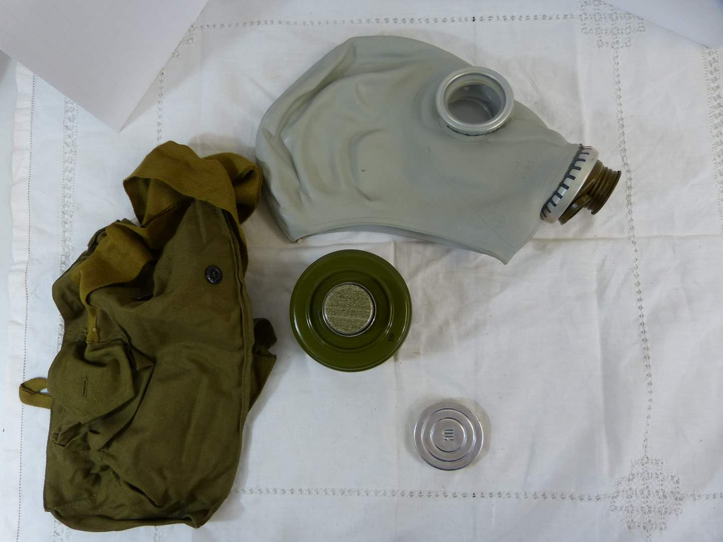 Lot # 215 REAL Complete GAS mask (emergency) (main image)